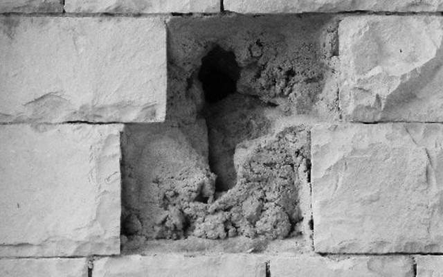 がらりと壁が崩れる