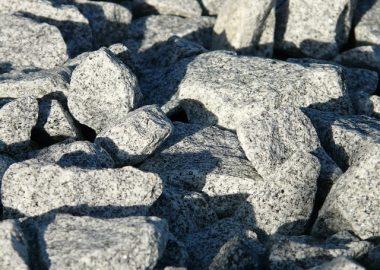ごつっとした岩