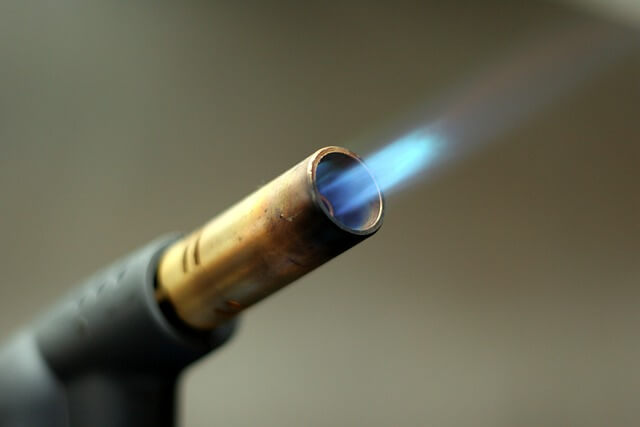 ばーっとバーナーが火を噴く