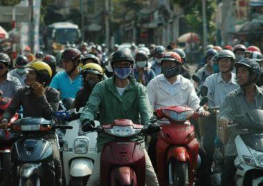 はちゃめちゃにバイクで混雑する往路