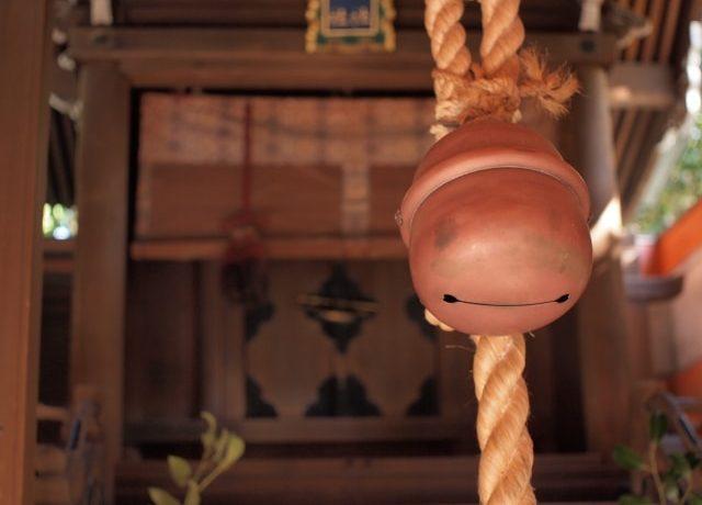 からんからんと神社の鈴が鳴る