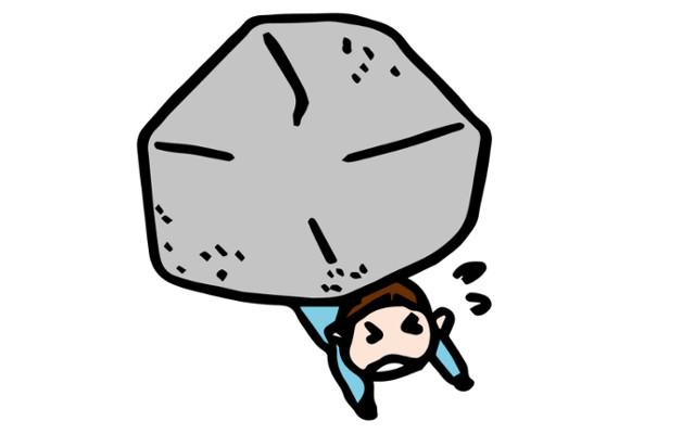 岩にぐっしゃりと押しつぶされる男性