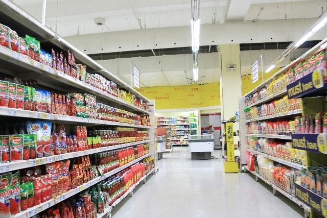 ずらりずらりと商品が並ぶ店