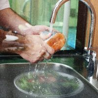 じゃーじゃーと水を流す