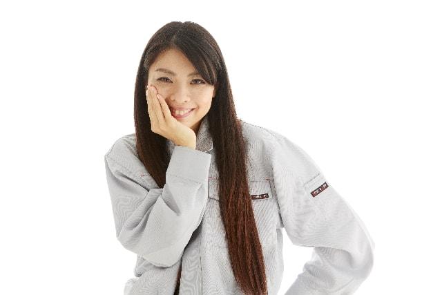 うっしっしと笑う女性