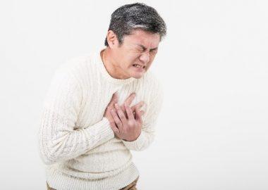 ずきんと胸が痛む男性