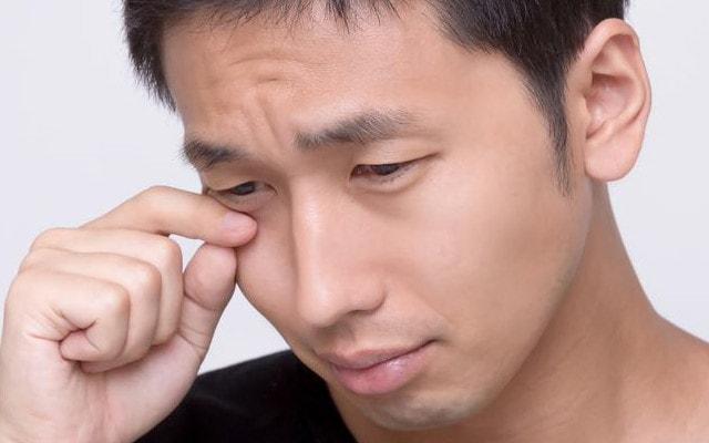 「泣く男性」の画像検索結果