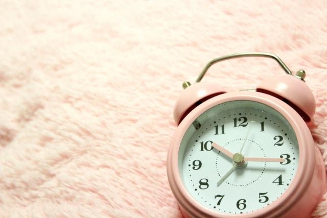 じりりと目覚まし時計が鳴る