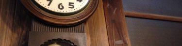 かっちかっちと振り子を振る古時計