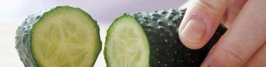 すっぱと野菜を切る