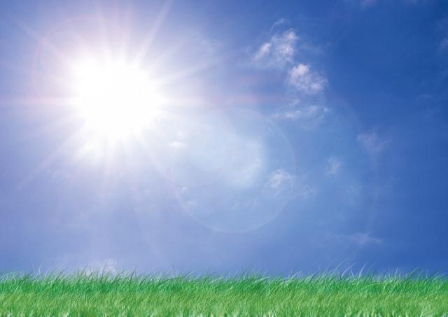 ぎらぎらと照りつける太陽