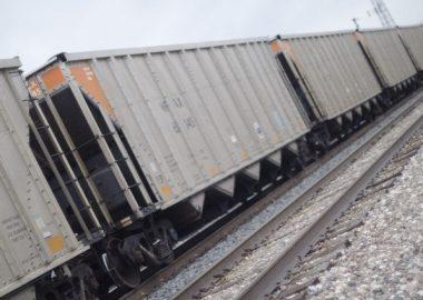 ごとりごとりと進む電車