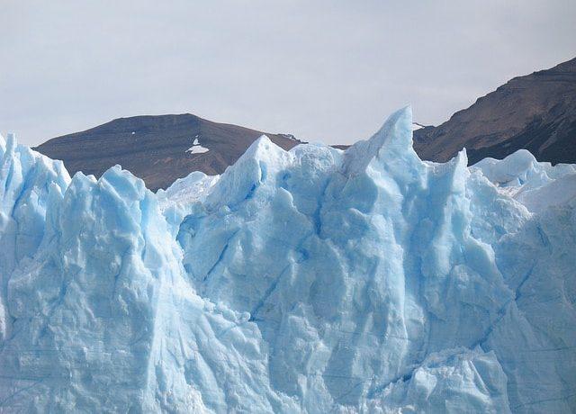こちんこちんに凍る氷河