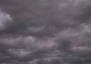 どんよりと空が薄暗くなる