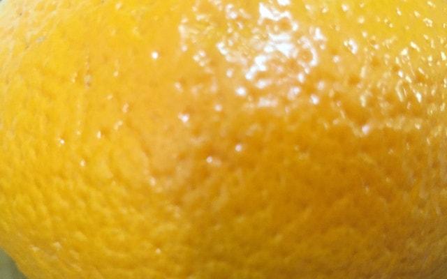 でこぼことした表面のオレンジ
