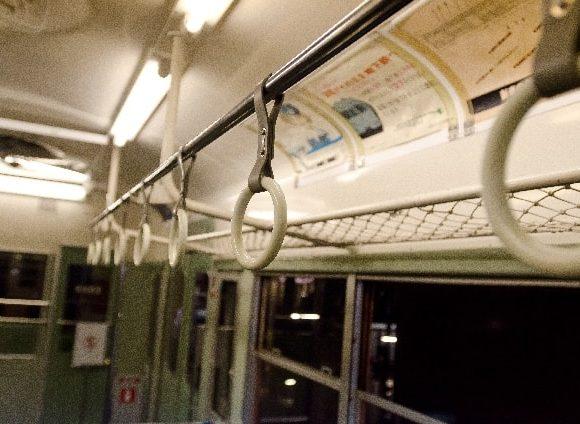 ごっとんごっとん電車が揺れる