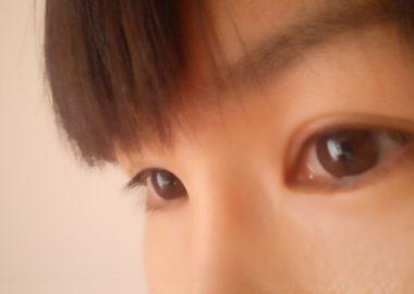 涙で瞳がうるるんと光る