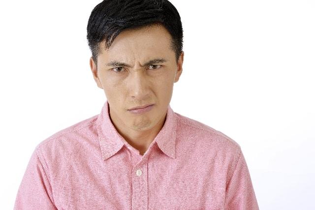 かんかんに怒る男性