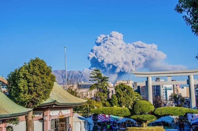 噴火でずずんと揺れる