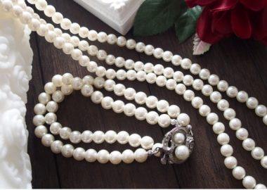 じゃらじゃらとした真珠のネックレス