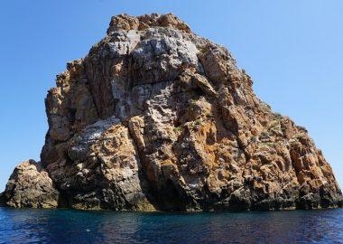 ごちごちの岩島