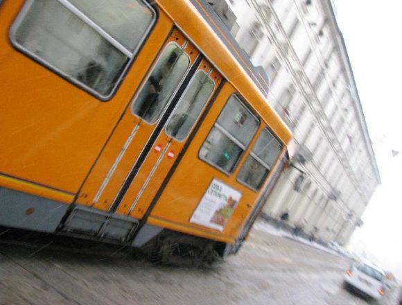 ごとんと走る路面電車
