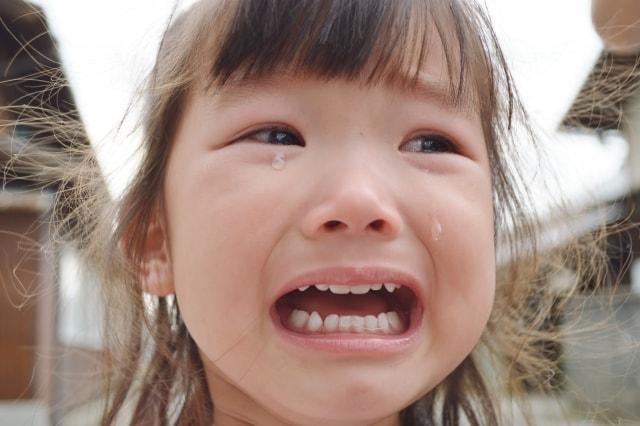 うわーんと泣く女の子