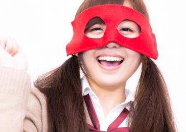 にっこりと笑う女性