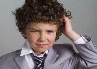 ちりりとした髪型の男の子